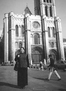 Автор у базилики св. Дионисия, еп. Парижского